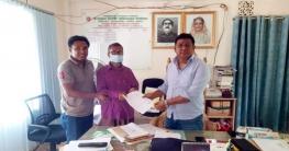 গুইমারায় অগ্নিকান্ডে ক্ষতিগ্রস্থ খামারিকে ৭০ হাজার টাকা প্রদান