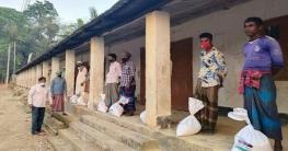 মহালছড়িতে জেলা পরিষদের খাদ্য সামগ্রী বিতরণ