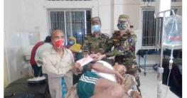 বান্দরবানে ভল্লুকের আক্রমনে আহত ব্যক্তিকে সেনা সহায়তা প্রদান