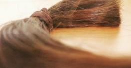 কিশোরীর পেটে থেকে বের হলো ৪৮ সেন্টিমিটার লম্বা চুল!