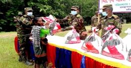 মাটিরাঙায় করোনায় কর্মহীন মানুষের পাশে সেনাবাহিনী